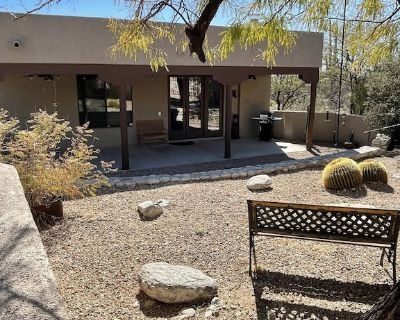 Nestled at the base of the Catalinas, 3bedroom 2bath, Hike/Bike/Golf all nearby. - Tanque Verde