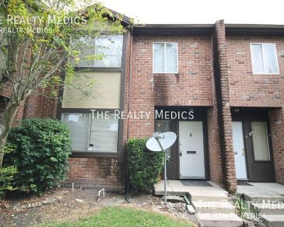 Large 3 Bed Bedroom 2.5 Bath 2 Story Townhome!