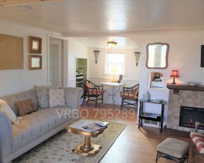 Clean private cottage in Englewood, pet friendly, near city center and parks. - Englewood
