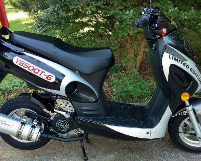 2017 Roketa Malibu Moped Scooter