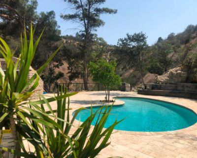 Luxurious Outdoor Space with Huge Lounge and Pool in the Hills, Sherman Oaks, CA