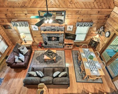 Lux Cabin 5 min to Parkway Hot tub Jacuzzi Grill - Pigeon Forge
