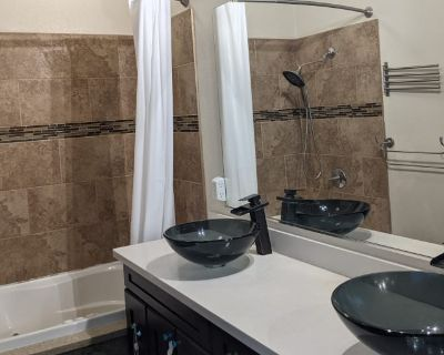 Private room with own bathroom - Hayward , CA 94541