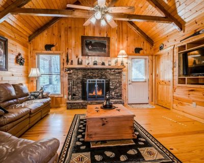 Comfy Cabin w/6 BRs! HOT TUB, FIREPLACE, GAME ROOM, WIFI! Only 8 mins to Helen! - Sautee Nacoochee