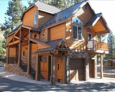 Luxurious, Upscale, Immaculate Home - Next to the Mammoth Village; 3 BR + Loft - Mammoth Lakes