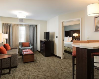 2 Bedroom Suite | Complimentary Breakfast + Shared Pool & Hot Tub! Great for Business Travelers - Reno