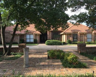 YOU WON'T BELIEVE THE SPACE! 3/4 of an acre in heart of Dallas for Families! - Lakewood Hills