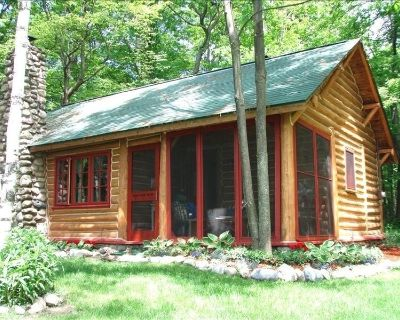 *Postcard*Adorable Bliss Log Cabin, Panoramic Lake Michigan and 6 Wooded Acres - Harbor Springs