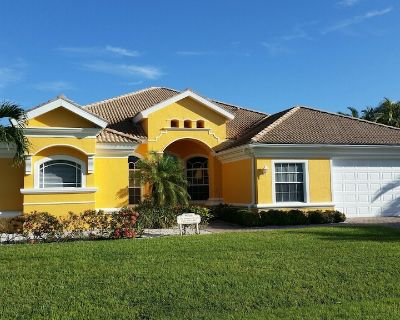 Villa Summer Dream, wide canal intersection, Boatdock with Lift, Jacuzzi - Cape Coral