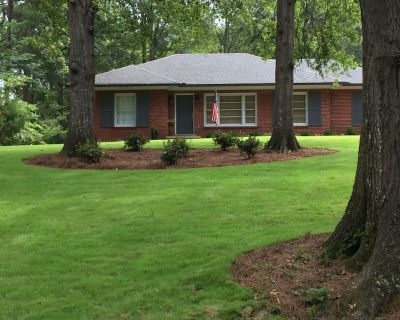Golf course guest home convenient to Oxford, lakes and entertainment - Batesville