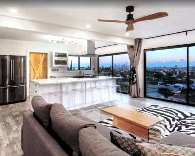 Exceptional Vacation Home with Full Kitchen & Glam of Hollywood! - Hollywood Hills