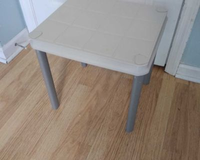 Lightweight patio side table