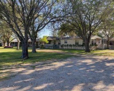 6911 N Us Highway 281 #2, Pleasanton, TX 78064 1 Bedroom House