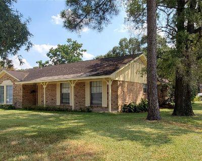 13902 Woodforest Boulevard, Houston, TX 77015
