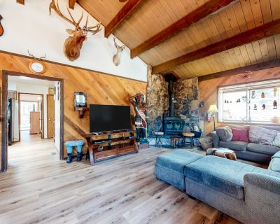 Comfortable Home with Private Hot Tub, High-Speed WiFi, Wood Stove, & Gas Grill - Big Bear City