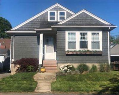 33 Fairview Ave, Middletown, RI 02842 2 Bedroom Apartment