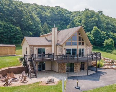 New! Dogs Welcome! Lake Area Home With A/c, Gas Fireplace & Fire Pit! - McHenry