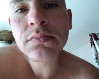 38 year old Male seeks a room