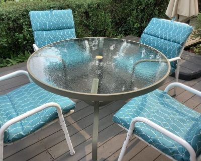 Outdoor Table/4 Chairs with Pads