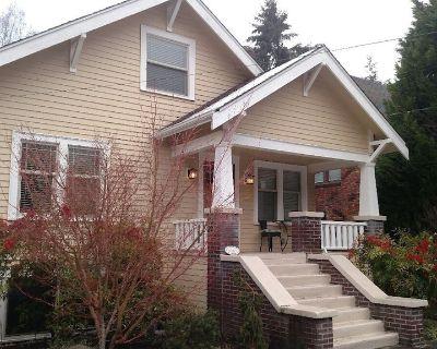 Craftsman House in N Green Lake + Opt Studio Cottage - Maple Leaf