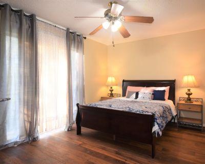 Quiet Private Suite in a Fourplex - Fort Worth