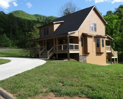 Brand New, Family Friendly, 3 Levels, Large Game Rm, Big Yard, Hot Tub, Fire Pit - Wears Valley