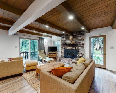 Dog-Friendly Wooded Retreat W/ Large Deck, Gas Grill, Full Kitchen & Fireplace! - Dorrington