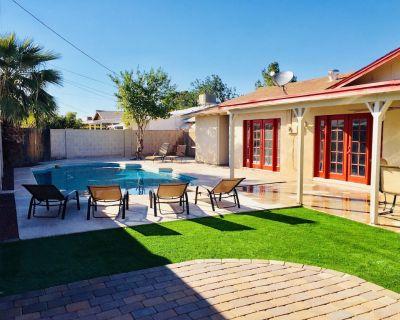 Old Town! - Sleeps 24 w/ 13beds! + Pool + Fire Pit + BBQ+ Shopping - Scottsdale Estates Ten