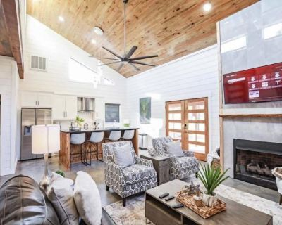 White Moon-NEW 2BD/2.5BA-SECLUDED Hot Tub, Indoor & Outdoor Fireplaces - Broken Bow
