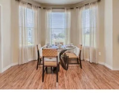 Private room with own bathroom - Fort Worth , TX 76108