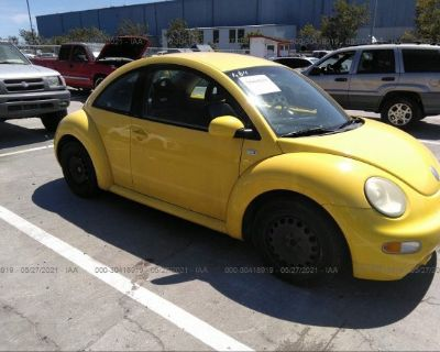 Salvage Yellow 2002 Volkswagen New Beetle
