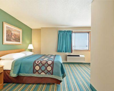 Coratel Inn & Suites Hastings -1 King Bed Non Smoking - Hastings
