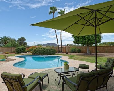 Fabulous Location w/Mountain Views Solar Heated Pool & Resort Like Private Oasis - Paradise Valley Village
