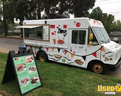 LOW MILES State-of-the-Art 2009 Ford E350 21' Step Van Kitchen Food Truck