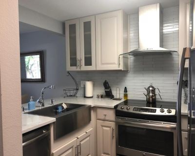 Beautifully remodeled 2 Bedroom Condo for rent in Kirkland! Avail on 11/01 - Totem Lake