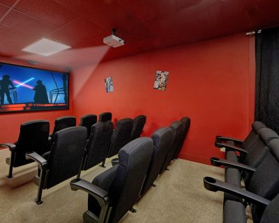 A+Location!8/8 w/20-Seat Theater /Lg Families&Groups Welcome!Hottub,Pool access - Pigeon Forge