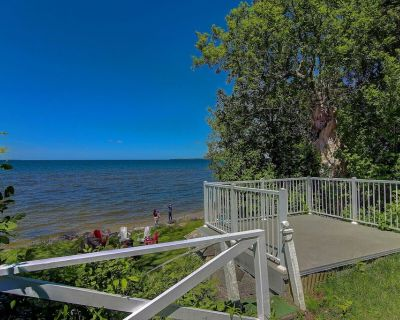 Lake simcoe Retreat!!! Waterfront cottage with deck (Shelter) - Sutton