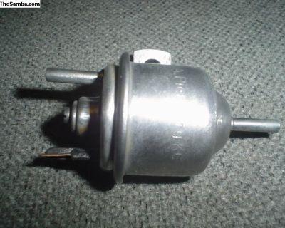 Vacuum advance cut-off valve