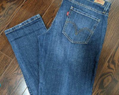 Levi's Boyfriend/Straight Leg Jeans