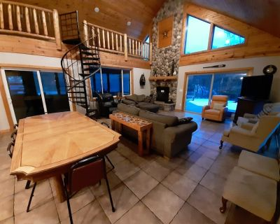 Great Location & WIFI Castle Rock/Dells/Golf, 10 Acres, 5 BR, 2 Bath, Sleeps 20+ - Friendship