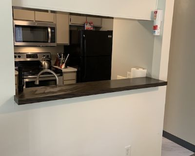 Very cute 1 bedroom condo Freshly updated and centrally located. - East Colorado Springs