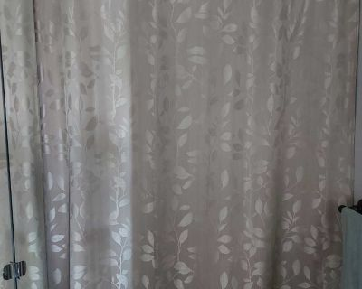 NEUTRAL SHOWER CURTAIN. EXCELLENT QUALITY