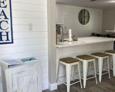 Newly Remodeled (SUNSHINE'S HAVEN II ) Coastal Villa. - Sarasota