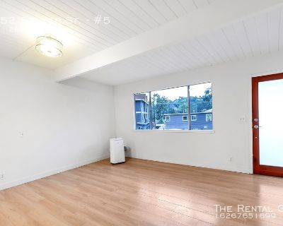2 Bed/1.5 Bath, Prime Upper Unit   Views of  Stylish Courtyard   1 Parking Space Included   Tons of Natural Light!