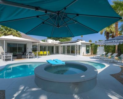 A meticulously renovated 1940's Palm Springs vacation home. - Chino Canyon