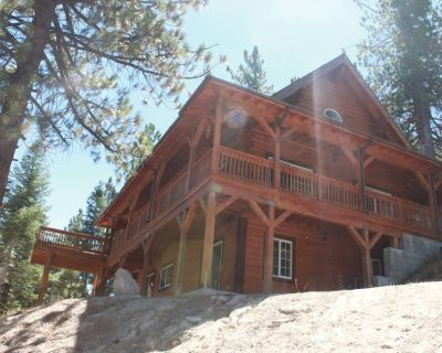 Beautiful 1800 sq. ft. Cabin with sledding hills minutes from Snow Valley, - Running Springs