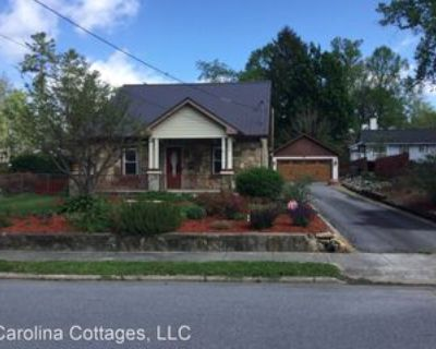 1009 3rd Ave W, Hendersonville, NC 28739 2 Bedroom House