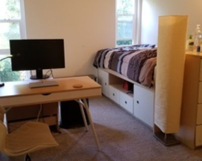 Room Available in a 3BD / 2.5BA House in Central Menlo Park
