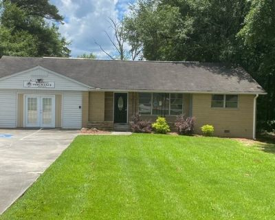 2500 sq.ft Commercial Office Space in High Traffic/Convenient Location off Hwy 85 & Riverdale Rd