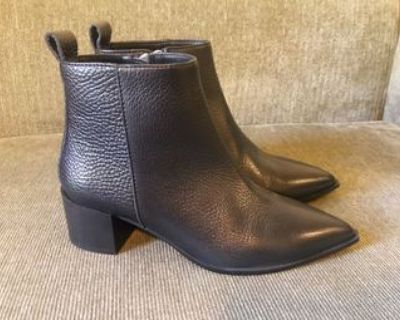 Brand New leather boots for women (size 5)
